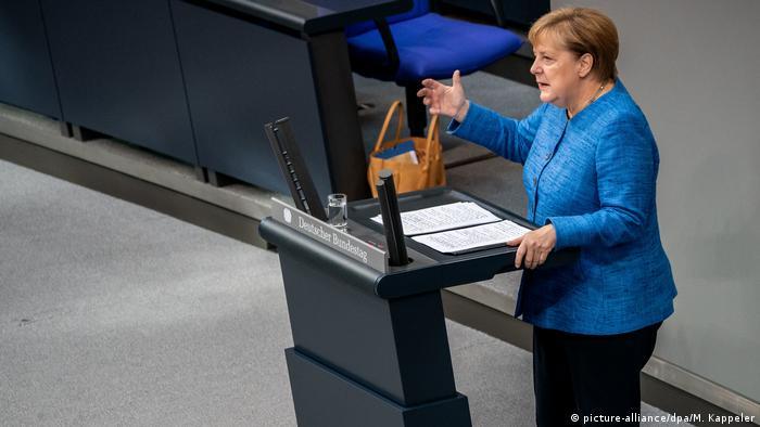 Bundestag - Generaldebatte | Angela Merkel (picture-alliance/dpa/M. Kappeler)