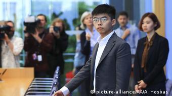 Joshua Wong vor der Bundespressekonferenz (picture-alliance/AA/A. Hosbas )