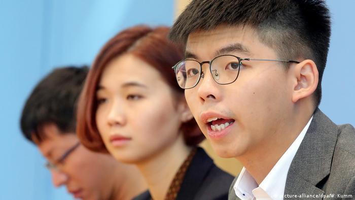 Joshua Wong vor der Bundespressekonferenz (picture-alliance/dpa/W. Kumm)