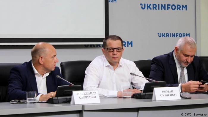 Роман Сущенко (в центре)
