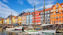 Bunte Häuser und Segelboote am Nyhavn-Kanal, Kopenhagen, Dänemark, Europa   Verwendung weltweit, Keine Weitergabe an Wiederverkäufer.