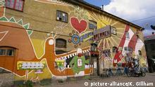 Bright mural on a bar in Christiania, an independant community project, Copenhagen, Denmark, Scandinavia, Europe | Verwendung weltweit, Keine Weitergabe an Wiederverkäufer.