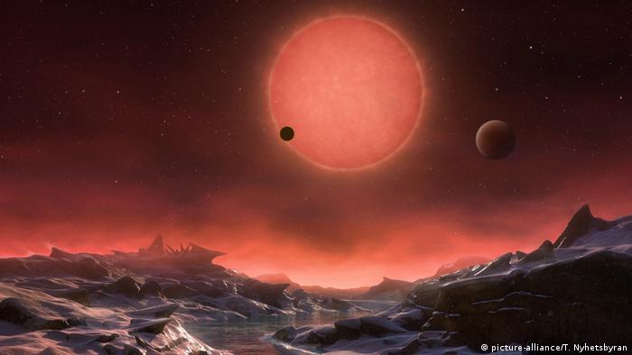 O planeta rochoso K2-18b orbita uma estrela anã vermelha