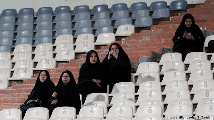 Iran: Iranische Frauen im Stadion