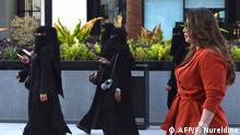 Saudi-Arabien Frauen meiden Abaya-Robe mit Vollverschleierung