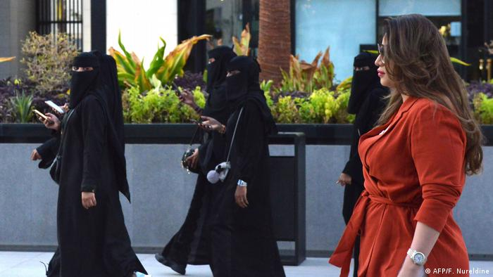 Женщины на улице Эр-Рияда