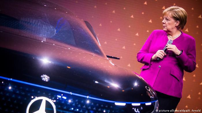 На відкриття автосалону завітала канцлерка ФРН Анґела Меркель