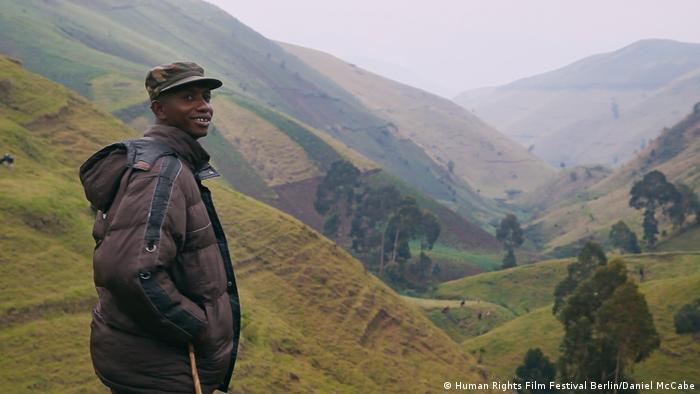 Hombre en la montaña, documental This Is Congo.