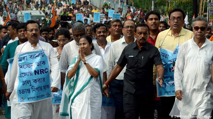Indien Kolkata Westbengalen Premierministerin Mamata Banerjee bei Kundgebung (DW/Sirsho Bandopadhyay)