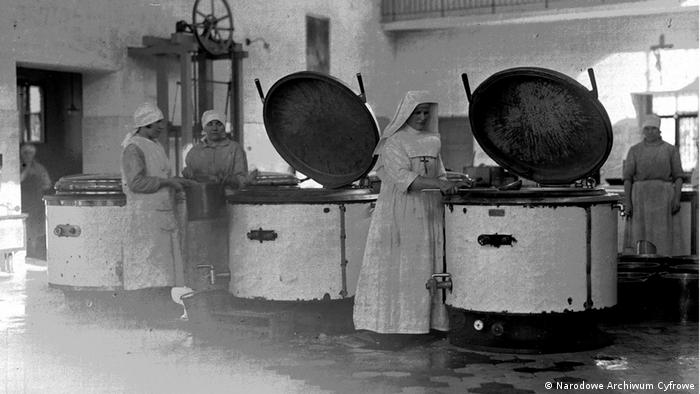 Zakład w Kobierzynie zostaje otwarty w 1917 roku. Ma swoją kuchnię, piekarnię, pralnię, teatr i kaplicę.