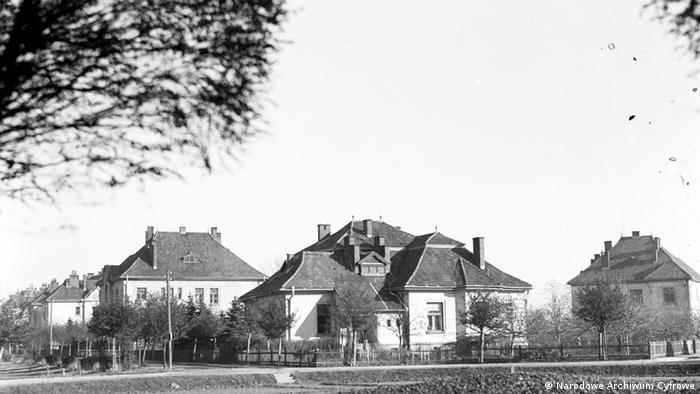 Historia szpitala w Kobierzynie zaczyna się na początku XX wieku, gdy do wspólnego planowania placówki zasiadają wybitni psychiatrzy – J. Mazurkiewicz, W. Kolberg, H. Halbana, J. Piltz. Szpital ma być nowoczesny, funkcjonalny i piękny.