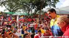 Venezuela Caracas Präsident Nicolas Maduro und seine Frau Cilia Flores bei Veranstaltung gegen US Präsident Trump