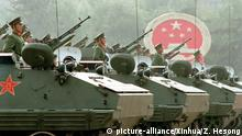BG China | Der Wandel beginnt 10 | Peking Militärparade 1984 (picture-alliance/Xinhua/Z. Hesong)
