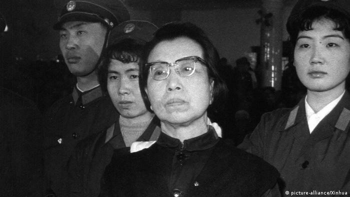 BG China | Der Wandel beginnt 09 | Jiang Qing im Prozeß gegen Viererbande (picture-alliance/Xinhua)