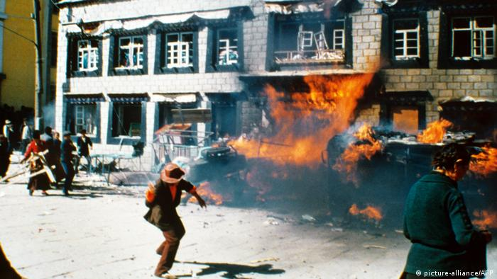 BG China | Das Jahrzent der Proteste 06 | Demonstration in Tibet 1987 (picture-alliance/AFP)