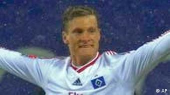 Hamburgs Marcell Jansen nach seinem 2:0 gegen Werder Bremen (Bild: AP /Fabian Bimmer)