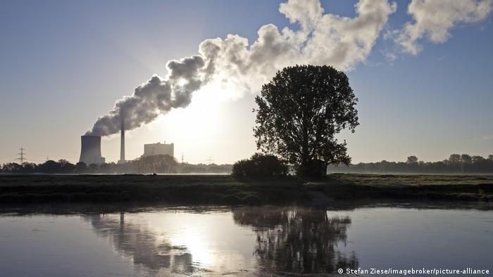 Deutschland Kraftwerk Heyden mit der Weser