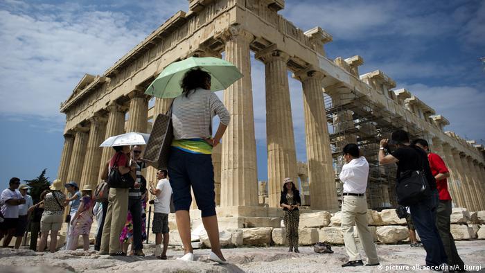 Turyści na Akropolu