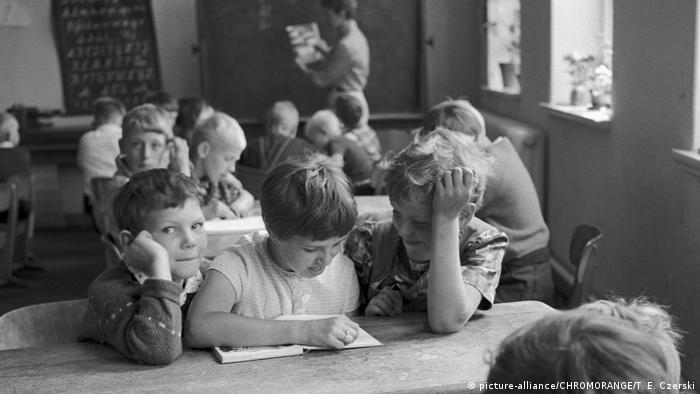 100 Jahre Grundschule | Volksschule 1968 (picture-alliance/CHROMORANGE/T. E. Czerski)