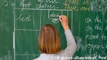 100 Jahre Grundschule | Lehrerin einer Grundschule