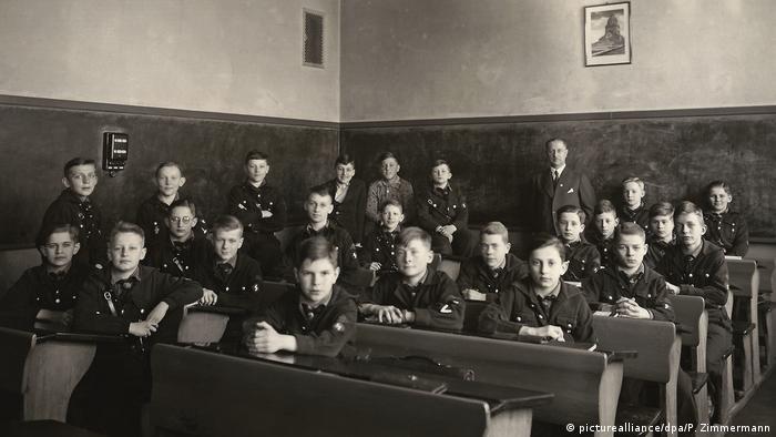 100 Jahre Grundschule | Klassenfoto 1939 (picturealliance/dpa/P. Zimmermann)