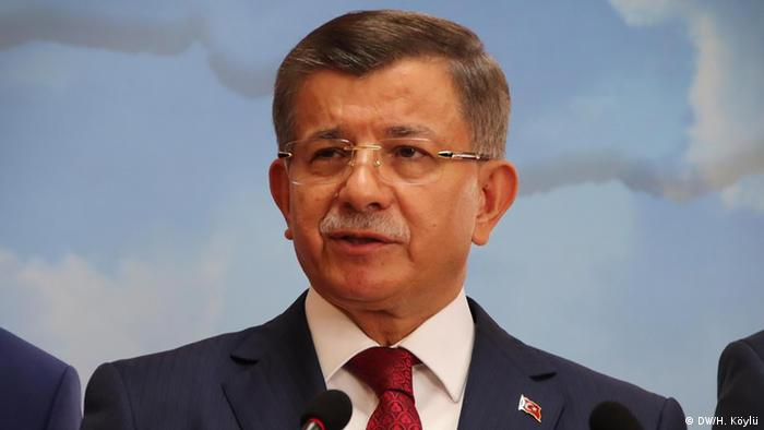 Türkei Erdogans AKP will Parteiausschluss von Ex-Ministerpräsident Davutoglu (DW/H. Köylü)