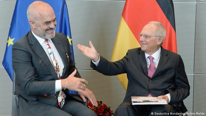 Bundestagspräsident Dr. Wolfgang Schäuble, (re), CDU/CSU, empfängt den Ministerpräsidenten von Albanien, Edi Rama, (li), zu einem Gespräch (Deutschre Bundestag/Achim Melde)