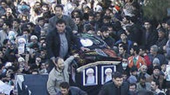 Trauerzug für den verstorbenen Großajatollah Montaseri (Foto: AP)
