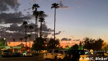 Sunset over a parking lot in Phoenix (DW/C. Bleiker)