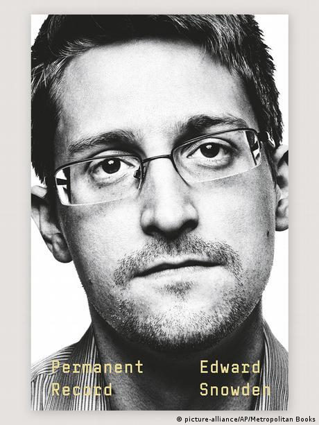 Buchcover Permanent Record von Edward Snowden (picture-alliance/AP/Metropolitan Books)