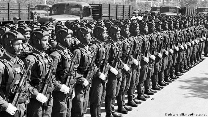 Bildergalerie China Militärparade zum Nationalfeiertag 1959 (picture-alliance/Photoshot)