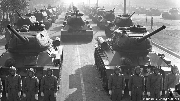 Bildergalerie China Militärparade zum Nationalfeiertag 1957 (picture-alliance/Photoshot)