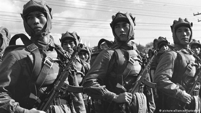 Bildergalerie China Militärparade zum Nationalfeiertag 1953 (picture-alliance/Photoshot)
