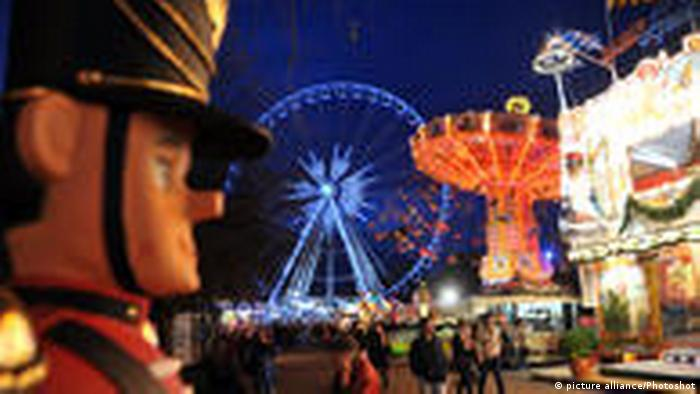Winterwonderland in Londons Hyde Park (picture alliance/Photoshot)