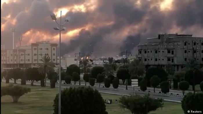 Fumaça nas instalações da Aramco após ataque