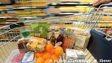 BG So essen die Deutschen | Einkaufswagen mit verschiedenen Bio-Produkten
