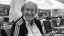 Der ehemalige Fußball-Trainer Rudi Gutendorf (88), aufgenommen am 11.06.2015 auf der Terasse eines Restaurants in Koblenz (Rheinland-Pfalz). Foto: Franz-Peter Tschauner/dpa   Verwendung weltweit