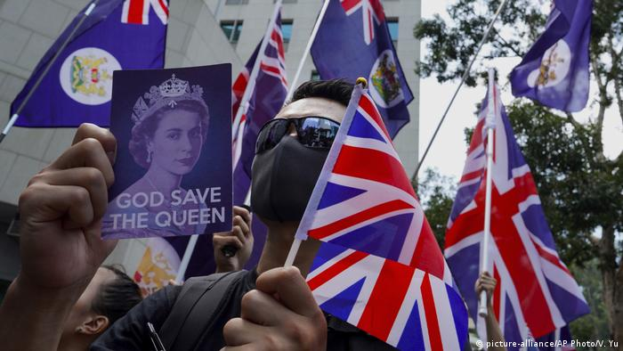 Hong Kong protesters sing 'God Save the Queen'