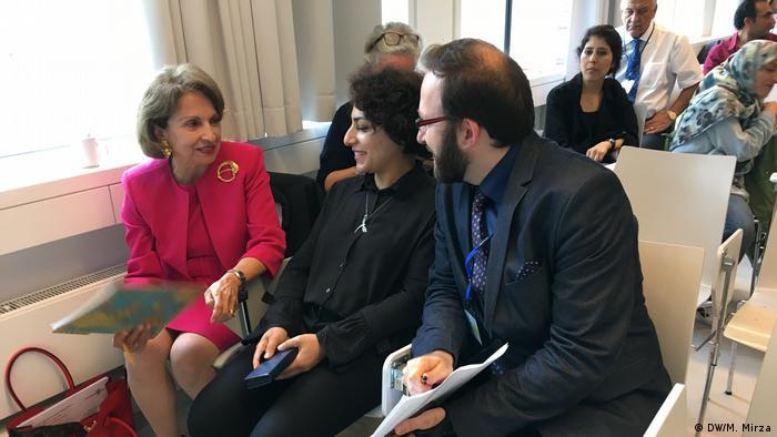 فرزانه میلانی (چپ) در کنفرانس ایرانشناسی در دانشگاه آزاد برلین