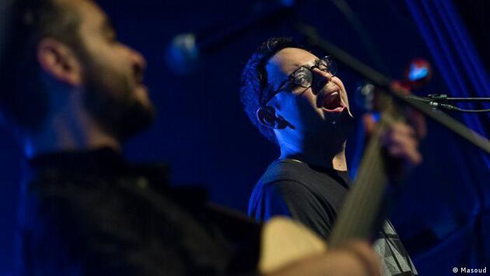 در نیمه اول کنسرت آهنگهای آلبوم از عشق و شیاطین دیگر اجرا شدند. حاضران برای اولینبار بود که این آهنگها را میشنیدند.