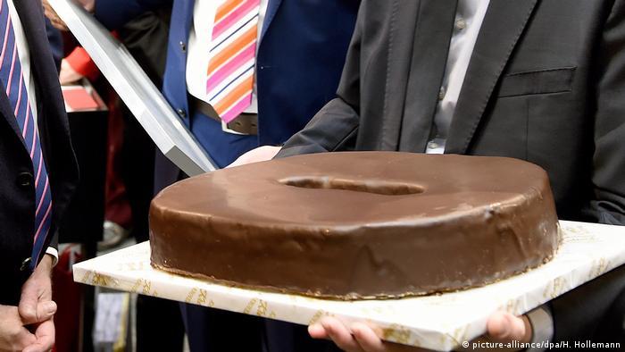 Black zero cake