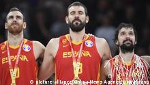 (190915) -- BEIJING, Sept. 15, 2019 (Xinhua) -- Victor Claver (L), Marc Gasol (C) and Sergio Llull react during the awarding ceremony after the final match between Spain and Argentina at the 2019 FIBA World Cup in Beijing, capital of China, Sept. 15, 2019. (Xinhua/Ju Huanzong) | Keine Weitergabe an Wiederverkäufer.