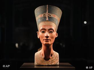 الملكة نفرتيتي (1340 ق.م.) تخلب لب كل من يراها