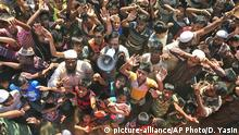 ARCHIV - 15.11.2018, Bangladesch, Cox´s Bazar: Rohingya-Flüchtlinge protestieren im Lager Unchiprang in der Nähe von Cox's Bazar gegen ihre Rückführung. Die geplante Rückführung von mehreren Tausend muslimischen Flüchtlingen aus Bangladesch ins Nachbarland Myanmar stößt bei Menschenrechtlern auf harte Kritik. Foto: Dar Yasin/AP/dpa +++ dpa-Bildfunk +++ |
