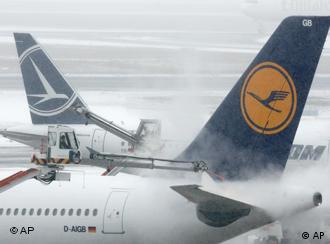 Planes at snowy Frankfurt Airport