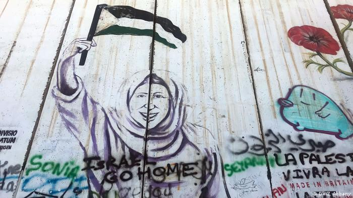 A scene from the Israeli wall in Bethlehem, with slogans like Israel go home. (DW/Z. Abbany)