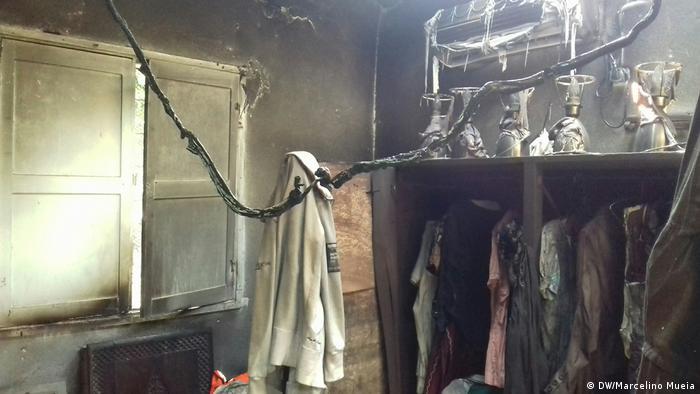 Mosambik Zambézia niedergebranntes Haus der Mutter von Politiker Manuel Araújo (DW/Marcelino Mueia)