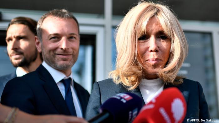 Frankreich Clichy-sous-Bois Brigitte Macron besucht Schule für junge Erwachsene ohne Abschluss