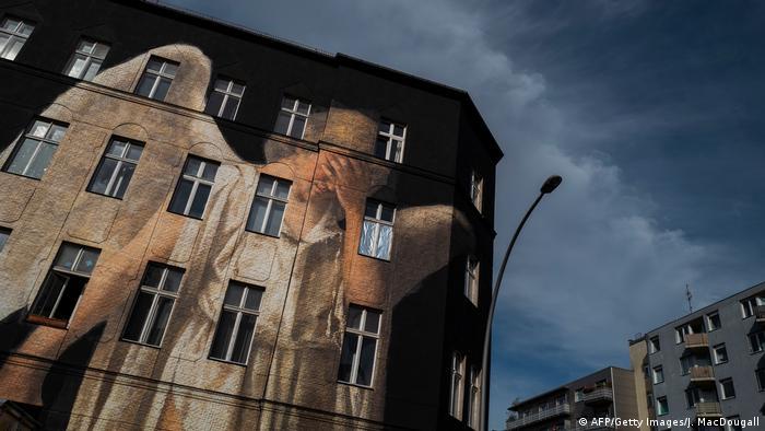 Pintura mural de Julien de Casabianca, en Berlín.