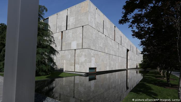 Außenansicht der Barnes Foundation in Philadelphia (picture-alliance/AP Images/J. Larma)